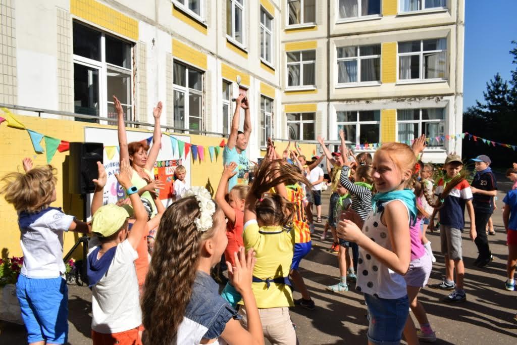 Сотрудники полиции Зеленограда провели для детей зарядку
