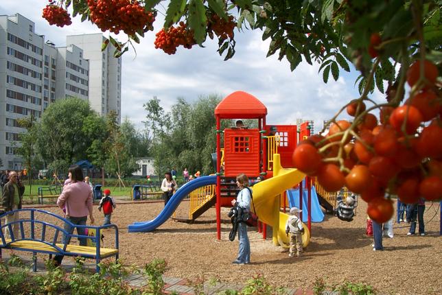 В Ярославле продолжает действовать целевая программа «Благоустройство дворов на 2012-2014 года».