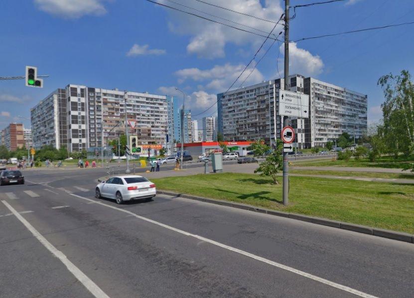 На улице Логвиненко со стороны 15 микрорайона запретят остановку транспорта