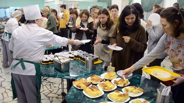 Родители учеников лицея №1557 продегустировали школьные блюда