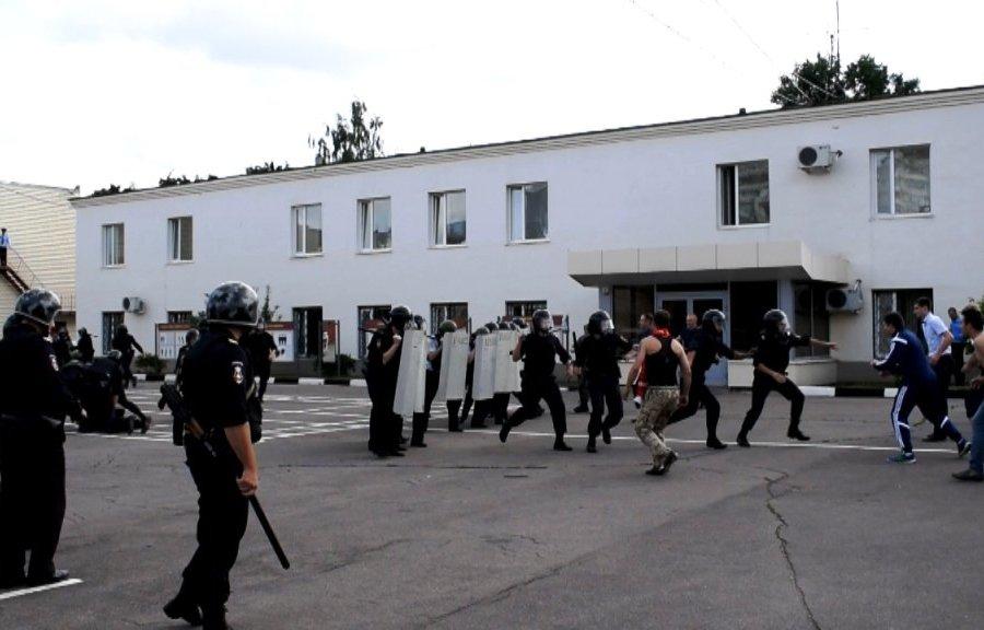 Тактику действий при пресечении массовых беспорядков отработали полицейские Зеленограда