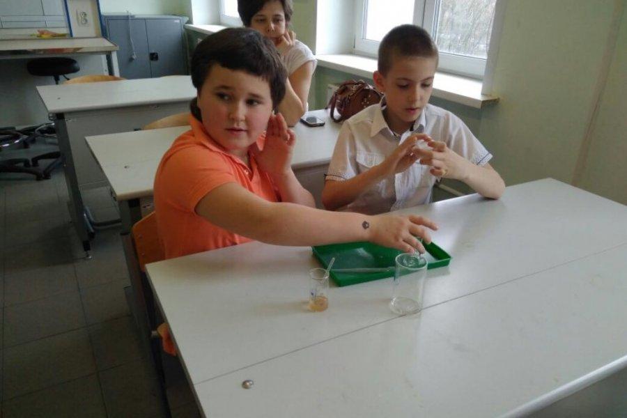 Второклассники школы №1353 побывали в Курчатовских лабораториях лицея №1557