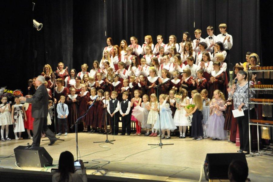 Во Дворце творчества прошел отчетный концерт музыкально-хорового центра «Лель»