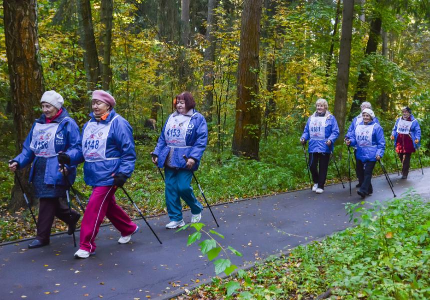 Зеленоградцы соревновались в скандинавской ходьбе в рамках окружных соревнований