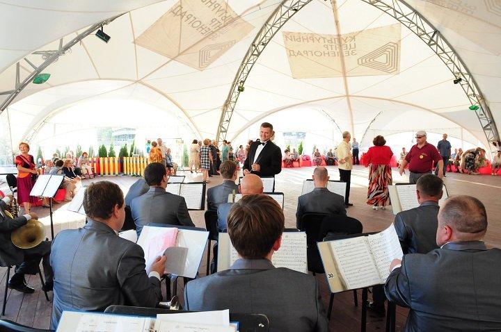 Культурный центр «Зеленоград» приглашает жителей округа на вечера живой музыки и танцев