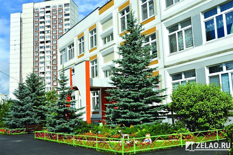 В интервью префект округа Анатолий Смирнов рассказал о подготовке школ к новому учебному году