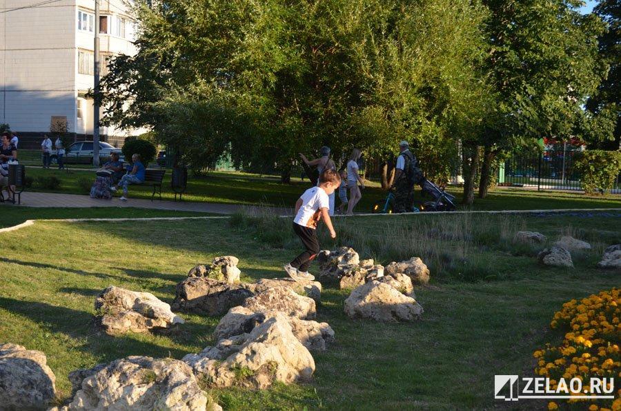 Камни в парках оживают