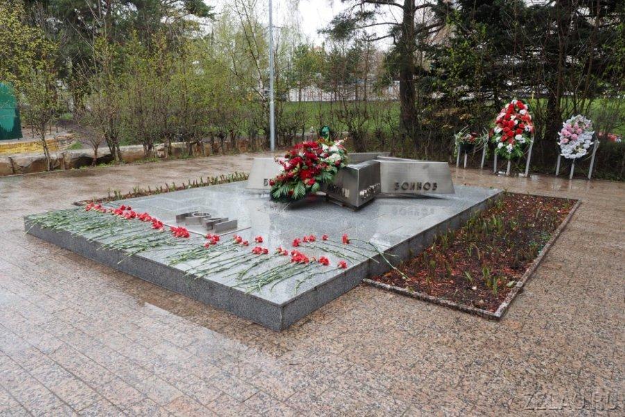Надгробная плита, валун и пирамидка: малоизвестные мемориалы, посвященные героям Великой Отечественной войны