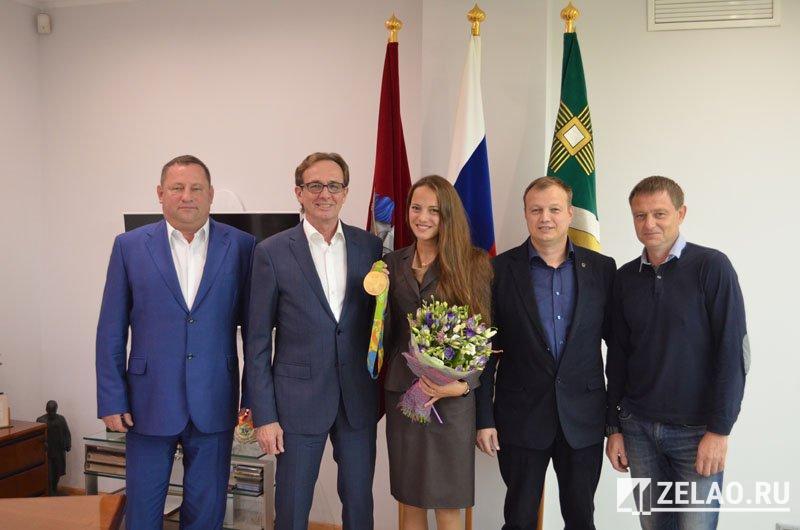 Префект Анатолий Смирнов встретился с олимпийской чемпионкой Геленой Топилиной